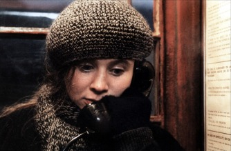 Emily Watson in una scena del film Le onde del destino (Breaking the Waves, 1996)