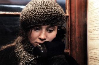 Emily Watson in una scena del film Le onde del destino (Breaking the Waves, 1996)