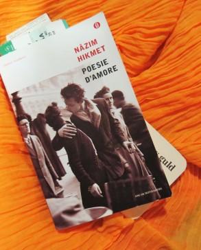 Foto di copertina della raccolta: Nâzim Hikmet Poesie d'amore, Mondadori (2002).