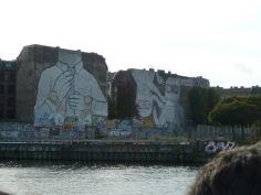 Cuvrystraße: murales (ora ricoperti di nero per protesta)