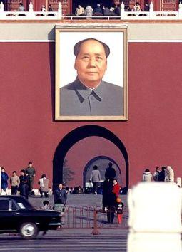 Ritratto di Mao Tse-tung presso Piazza Tienanmen - Fonte: Wikipedia