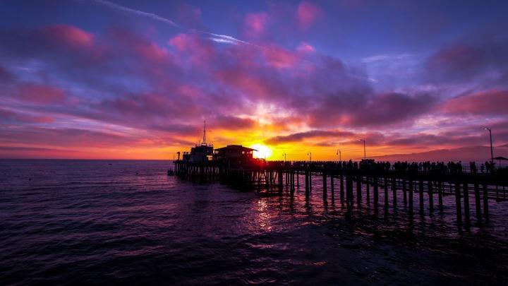 Sunset in Santa Monica, CA. (ph Riccardo Bertolo)