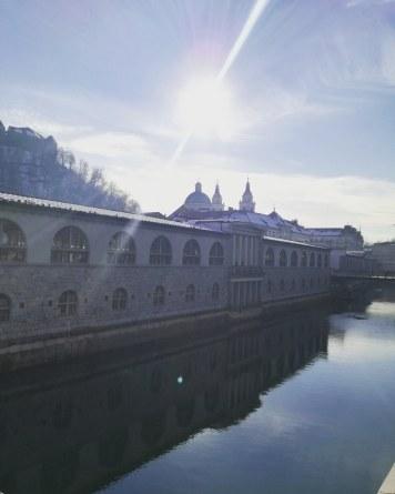 Il lungofiume di Ljubljanica