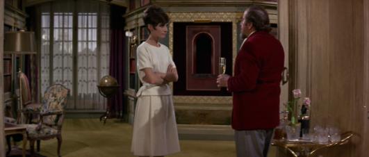 """Audrey Hepburn e Hugh Griffith in """"Come rubare un milione di dollari e vivere felici"""" (1966)"""