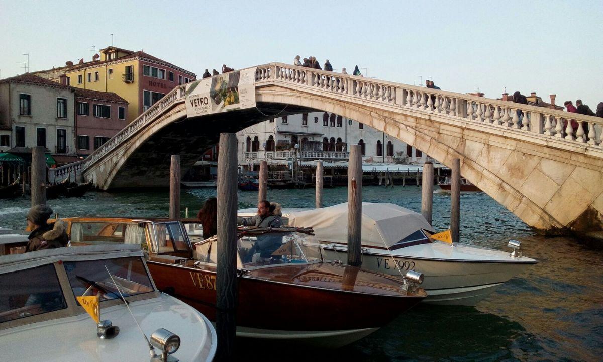 Breve storia del ponte degli Scalzi